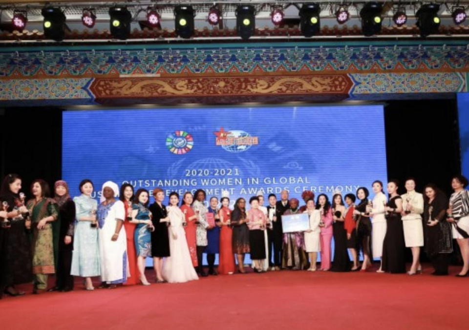 华人女性之光!Jenny老师荣获2021国际精英女性最具影响力科技奖