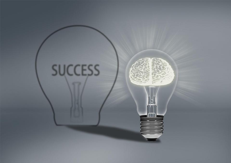 温哥华营销培训专家梅景松分析网络营销VS市场营销该如何去抉择!